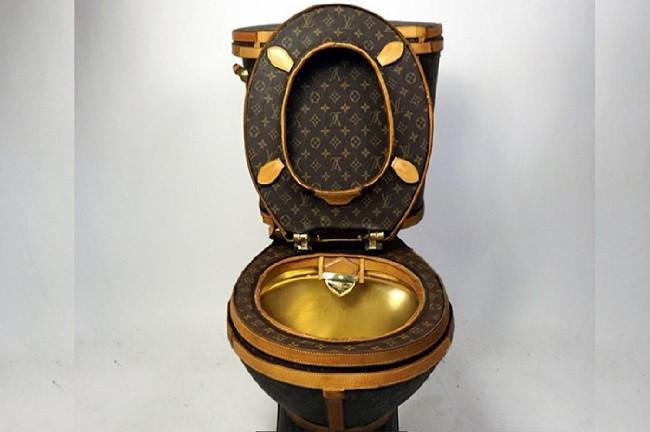 Toilet lapis kulit tas mewah (foto: business insider)
