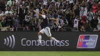 Penyerang Juventus, Cristiano Ronaldo berselebrasi usai mencetak gol ke gawang Tottenham Hotspur pada laga International Champions Cup (ICC) 2019 di National Stadium, Singapura (21/7/2019). Tottenham menang tipis atas Juventus 3-2. (AP Photo/Danial Hakim)