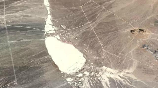 2. Kawasan gurun di Tonopah, Nevada, yang diduga menjadi pangkalan militer rahasia AS (kredit citra Google)