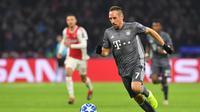 2. Franck Ribery – Ribery sudah memberikan banyak gelar untuk the Bavarian baik dari gelar Bundesliga maupun gelar Liga Champions. Namun kecepatannya makin menurun dan jarang tampil konsisten akibat cedera yang ia derita. (AFP/E. Dunand)