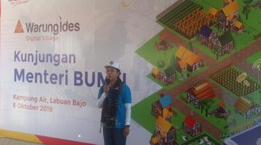 Menteri BUMN Rini Soemarno meninjau keberadaan Warung Internet Desa (Ides) milik PT Indonesia Comnets Plus (ICON+) di Kampung Air, Labuan Bajo, Nusa Tenggara Timur, Minggu, 6 Oktober 2019. Liputan6.com/Ola Keda