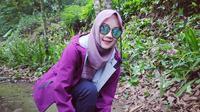 Atalia Praratya mengunggah potret berpakaian ungu (Dok.Instagram/@ataliapr/https://www.instagram.com/p/B7fbBe5nZuM/Komarudin)