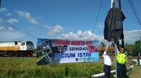 Dirjen Perkeretaapian Kemenhub gencar kampanye gerakan nasional selamat di perlintasan kereta api. Foto (Liputan6.com / Panji Prayitno)