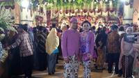Lihat tampilan Vicky Shu saat menghadiri acara pernikahan Kahiyang Ayu dan Bobby Nasution, penasaran?a