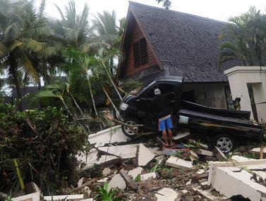 Terjangan Tsunami Anyer Seret Mobil di Tanjung Lesung