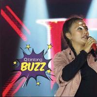 Vokalis band Kotak, Tantri Syalindri Ichlasari, mengalami insiden yang membuat darah mengalir di pelipisnya saat manggung di Medan.