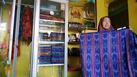 Mantan TKW usaha tenun ikat di Kediri (Liputan6.com/Dian Kurniawan)