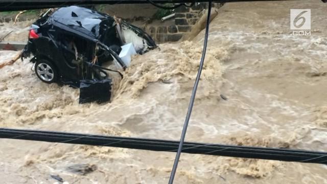 Banjir bandang melanda kota Ellicott, Maryland, AS,  sepanjang 20 km.