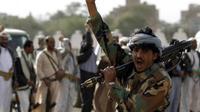 Salah seorang anggota pasukan militan Houthi yang berperang dengan pemerintah Yaman (AFP Photo)