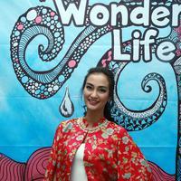 Foto atiqah hasiholan dalam peluncuran bukan dan program Wonderful Life (Deki Prayoga/bintang.com)