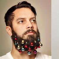 Boys, kamu wajib punya, nih. Gantungan jenggot untuk tren natal bikin kamu makin mirip 'Christmas Tree'.