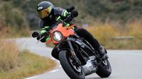 Ilustrasi biker mengendarai motor (Visordown)