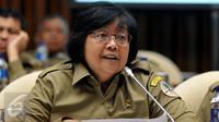 Menteri LHK, Siti Nurbaya saat mengikuti rapat kerja dengan Komisi IV DPR RI, Jakarta, (18/4).(Liputan6.com/JohanTallo)