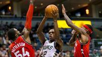 DeMar DeRozan mencetak 22 poin saat memimpin Toronto Raptors menundukkan Milwaukee Bucks 111-90 di BMO Harris Bradley Center.