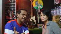 Persebaya Surabaya pernah memiliki gelandang cepat, bertenaga serta skill tinggi bernama Aries Sainyakit. Aries tampil dalam channel YouTube Omah Balbalan. (Bola.com/Abdi Satria)