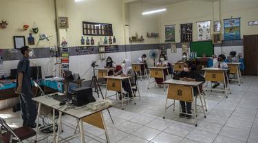 FOTO: Pemberlakuan Pembelajaran Tatap Muka di Surabaya