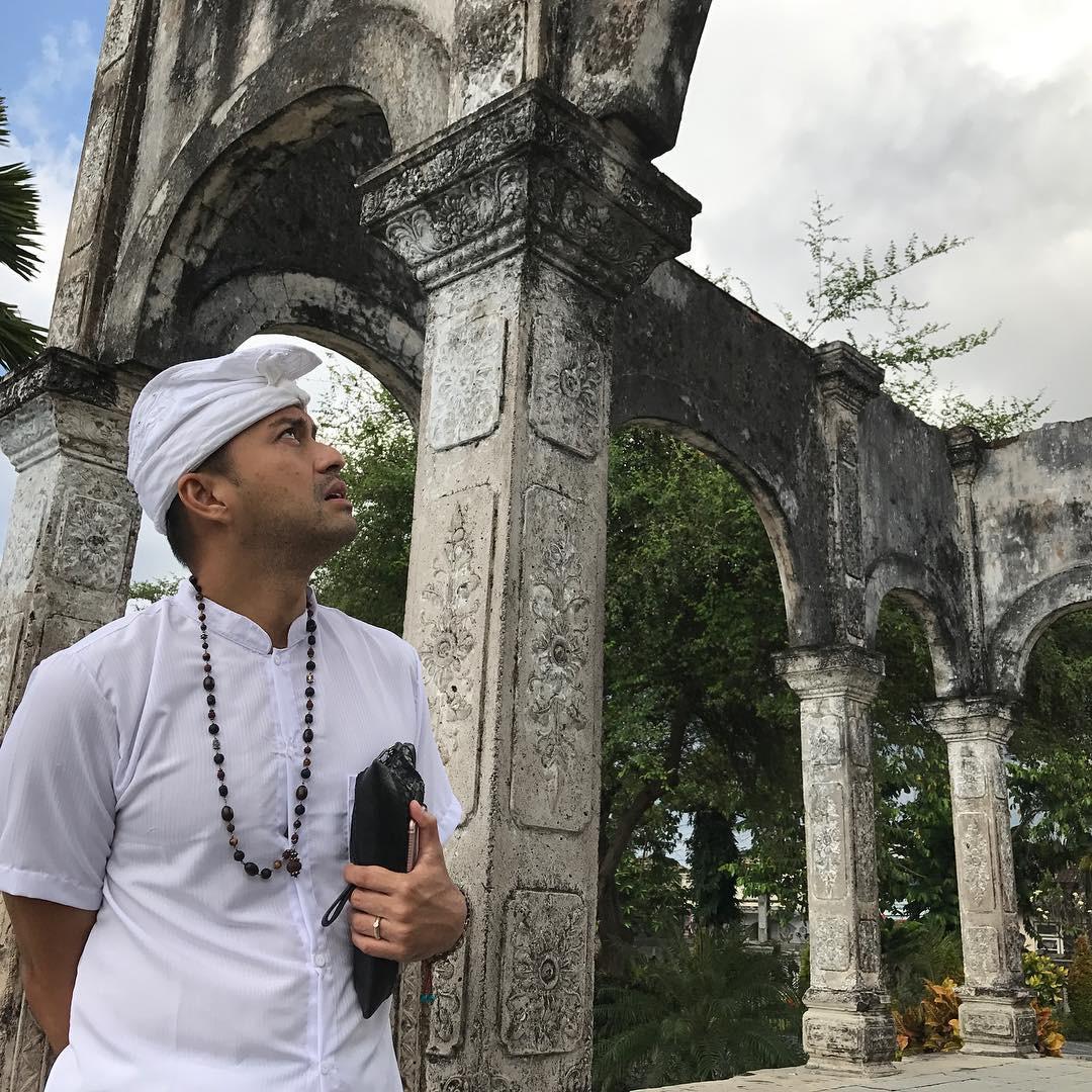 Anjasmara saat sedang di Bali. (Instagram - @anjasmara)
