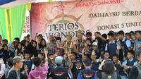 Perjalanan Terios 7 Wonders Borneo Wild Adventure turut dirangkai dengan kegiatan sosial.