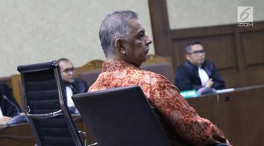 Terdakwa kasus dugaan suap proyek PLTU Riau-1, Sofyan Basir saat menjalani sidang lanjutan di Pengadilan Tipikor, Jakarta, Senin (1/7/2019). Sidang beragendakan pembacaan tanggapan atas nota keberatan terdakwa oleh JPU KPK. (Liputan6.com/Helmi Fithriansyah)