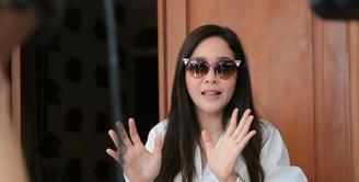 Pilkada DKI Jakarta putaran kedua kali ini suasana sedikit memanas dengan banyaknya fitnah dan isu SARA. Hal itu juga dirasakan oleh Maia Estianty jelang Pilkada Rabu (19/4). (Adrian Putra/Bintang.com)
