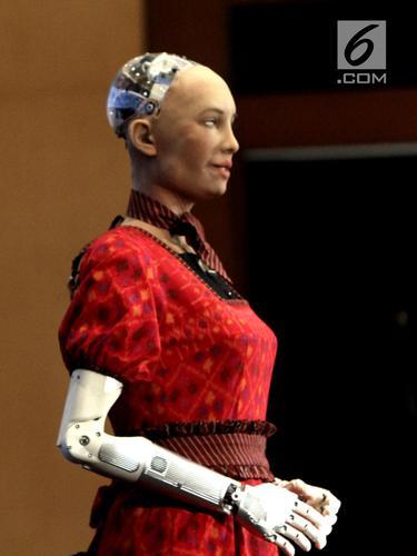 Penampilan Sophia, Robot Tercerdas di Dunia Saat Berkebaya