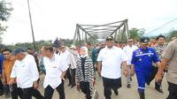 Menteri PUPR RI bersama Komisi V, mengunjungi wilayah banjir Konawe, Kamis (20/6/2019).(Liputan6.com/Ahmad Akbar Fua)