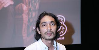 Sebagai pelakon, harus siap untuk melakukan berbagai karakter. Abimana Aryasatya merasakan perjuangan berat memerankan salah satu tokoh dalam Warkop DKI. (Galih W. Satria/Bintang.com)