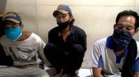 SA (40), AL (21) dan JM (19) diamankan Tim Resmob Satreskrim Polrestabes Palembang, ketika kedapatan memalak para pedagang dengan modus meminta THR lebaran (Liputan6.com / Nefri Inge)