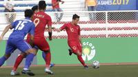 Gelandang Timnas Indonesia U-22, Egy Maulana, mengambil tendangan bebas saat melawan Thailand U-22 pada laga SEA Games 2019 di Stadion Rizal Memorial, Manila, Selasa (26/11). Indonesia menang 2-0 atas Thailand. (Bola.com/M Iqbal Ichsan)