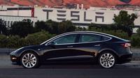 Tesla Model 3, mobil listrik ketiga Tesla siap dikirim ke konsumen. (Carscoops)