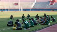 Skuat Persebaya saat latihan di Stadion Gelora Delta, Sidoarjo. (Bola.com/Aditya Wany)