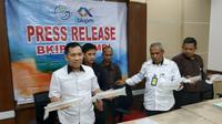 Satreskrim Polres Tanjungjabung Timur, Kamis (26/9/2019), mengamankan ratusan benih lobster senilai miliaran rupiah. (Liputan6.com/ Ahmad Ibo)
