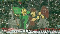 Ilustrasi relasi suporter PSM dan Persebaya. (Bola.com/Aditya Wany)