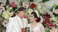 Tata Janeeta dan Raden Brotoseno (Sumber: Instagram/tatajaneetaofficial)