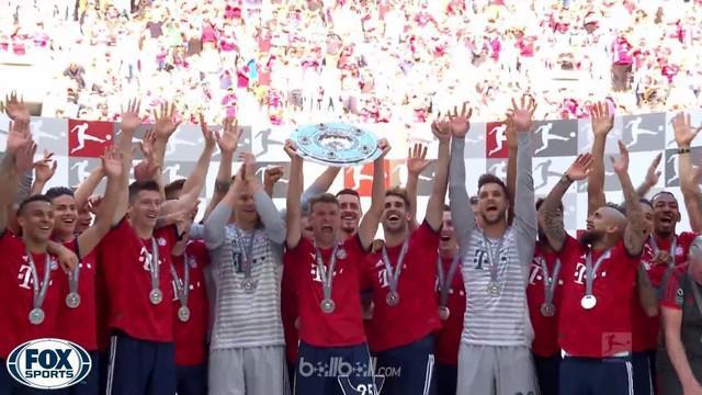 Berita video laga kekalahan Bayern Munchen pada laga terakhir mereka Bundesliga 2017-2018. This video presented by Ballball.