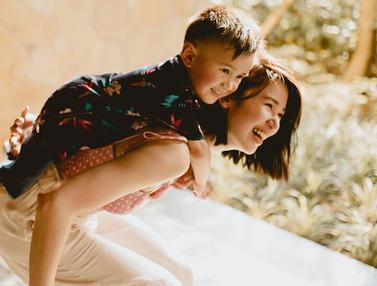 FOTO: Momen Kebahagia Laura Basuki Saat Bersama Anaknya