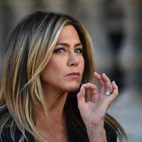 Alec Baldwin dan Jason Batemen mengatakan bahwa Jennifer Aniston miliki napas dengan bau tak sedap. (GABRIEL BOUYS / AFP)