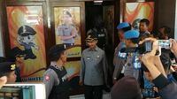 Bupati Pamekasan Achmad Syafii saat keluar dari Mapolres Pamekasan usai diperiksa penyidik KPK (Liputan6.com/Mohammad Fahrul)