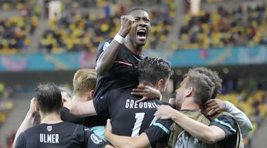 Timnas Austria sukses melibas Makedonia Utara pada laga pertama Grup C Euro 2020 di National Arena, Minggu (13/6/2021). Austria keluar sebagai pemenang dengan skor 3-1. (AP/Vadim Ghirda, Pool)