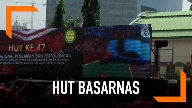 Basarnas Special Group pamer kemampuan selamatkan korban kecelakaan mobil di tebing. Aksi ini menjadi bagian dari rangkaian perayaan ulang tahun Basarnas ke-47.