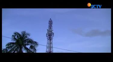 Begini aksi dramatis tim SAR selamatkan seorang pelajar SMK yang nekat panjat tower.