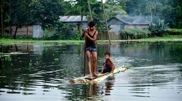Ilustrasi banjir yang melanda sebagian wilayah Asia Selatan pada Juli 2019 (AFP/David Talukdar)