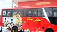 Bus Trans Jateng yang mencoba meniru sukses Bus Rapid Transit yang dikelola Pemkot Semarang. (foto : Liputan6.com/edhie prayitno ige)