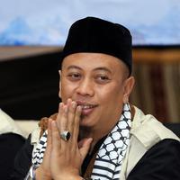 Ditemui di RM Al Jazeera, Cipinang Cempedak, Jakarta Timur, Rabu (3/1/2018), Opick juga mengatakan bahwa ia mengajak sang anak untuk menjadi bagian dari kegiatan-kegiatan sosial seperti dirinya. (Deki Prayoga/Bintang.com)