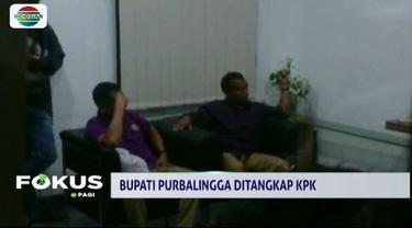 KPK tangkap Bupati Purbalingga beserta dua orang lainnya. Operasi tangkap tangan tersebut diduga terkait kasus suap Rp 77 miliar pembangunan gedung Islamic Center.