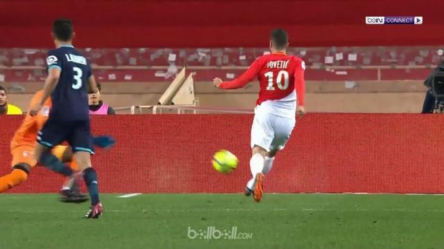 Juara bertahan Monaco memangkas jarak dengan Pari Saint Germain yang memuncaki klasemen menjadi 14 poin setelah bangkit mengalahka...