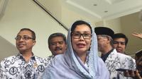 Ketua Umum PGRI Unifah Rosyidi Usai Bertemu dengan Wakil Presiden Ma'ruf Amin di Kantor Wapres, Jakarta, Rabu (22/1/2020). (Foto: Merdeka.com