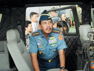 Citizen6, Cilangkap: Kendaraan taktis yang dimiliki oleh TNI saat ini belum standar, yakni terdiri dari beberapa produk seperti CJ-7, BEIJING, ISUZU OZ, KIA KM-420, LANDROVER, UAS dan OVERLAND. (Pengirim: Badarudin Bakri)