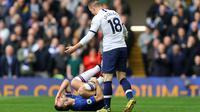 Giovani Lo Celso lolos dari hukuman kartu merah usai melanggar Cesar Azpilicueta. (Dok. Sky Sports)