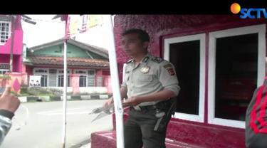 Kejadian ini terjadi setelah posko tersebut dirusak orang tak dikenal. Kepolisian sektor Warudoyong, yang datang ke lokasi langsung mengamanakan pecahan kaca serta bendera milik PDI Perjuangan.